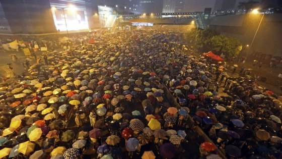 560xNxumbrella-revolution.jpg.pagespeed.ic.UajY9OmgNK