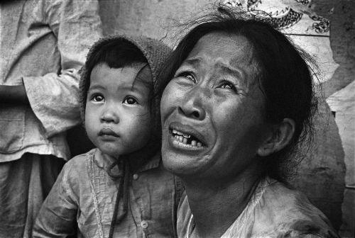 redsvn-philip-jones-griffiths-vietnam-war-20