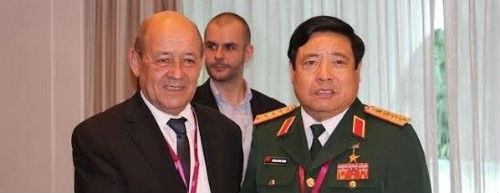 vietnam-defence-minister-phung-quang-thanh-r-meets-with-french-counterpart-jean-yves-le-drian-1500753-thanh-and-drian-copy
